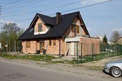 Dotacje na termomodernizację budynków w Polsce i jej wpływ na redukcję gazów cieplarnianych.