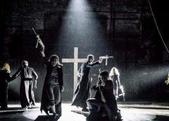 Kontrowersyjny spektakl w Teatrze Powszechnym. Poseł PiS składa doniesienie