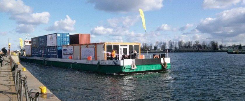 Barką z Gdańska do Warszawy – kontenery wracają na Wisłę