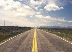 Myślisz już o wiosennych wyprawach samochodem? Dowiedz się, czy warto wykupić ubezpieczenie podróżne